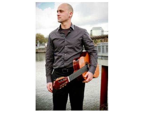 Jesse-McCann-foto-editada-web-grande-fondo-blanco